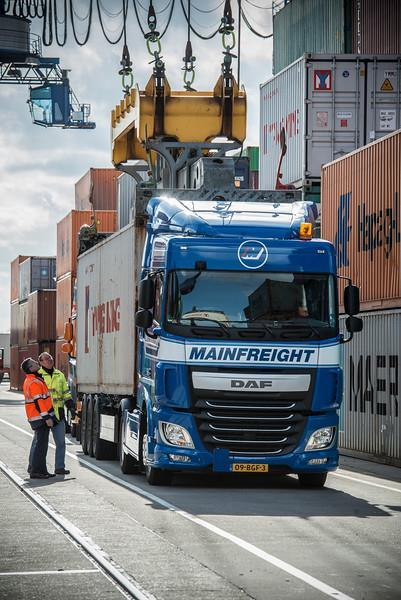 cross dock mainfreight transport maritime